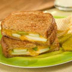 Apple'N Cheddar Grilled Cheese
