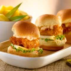 Mini Sandwiches De Camarones Al Coco Con Salsa Tropical