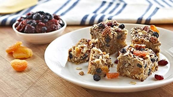 Biscuits aux barres granola avec la pâte à biscuits de base Becel