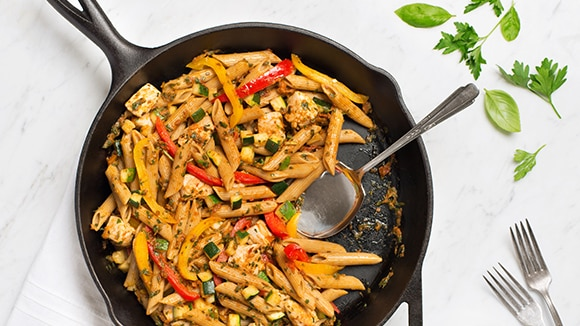 Pesto Pasta with Chicken, Zucchini & Peppers