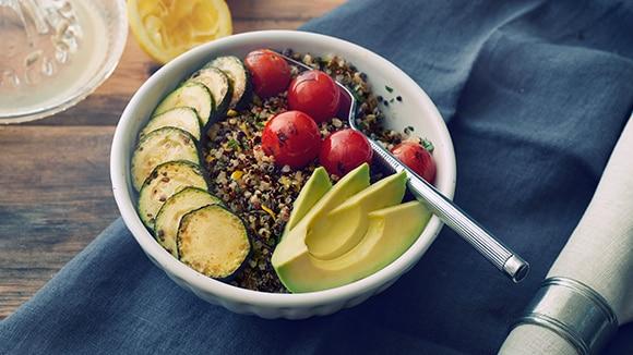 Bols de légumes rôtis et quinoa